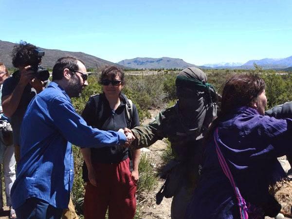 Alejandro Panizzi, presidente del Superior Tribunal de Justicia de Chubut, visita el Lof en resistencia de Cushamen - Foto: Pablo Quintana