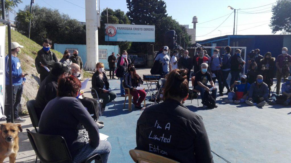 Comité de Crisis del Barrio Mugica durante la conferencia de prensa de ayer al mediodía. FOTO: FM Riachuelo