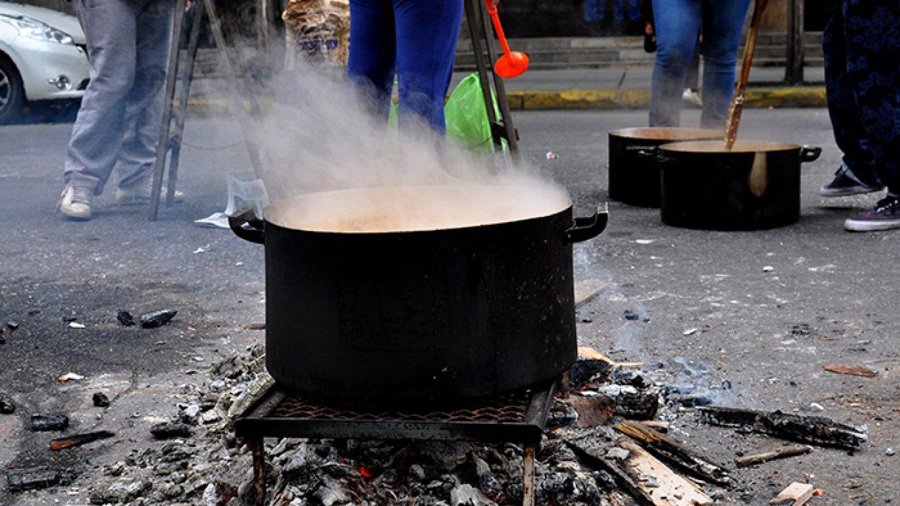 Organizaciones realizan un ollazo por alimentos, trabajo y presencia estatal en los barrios